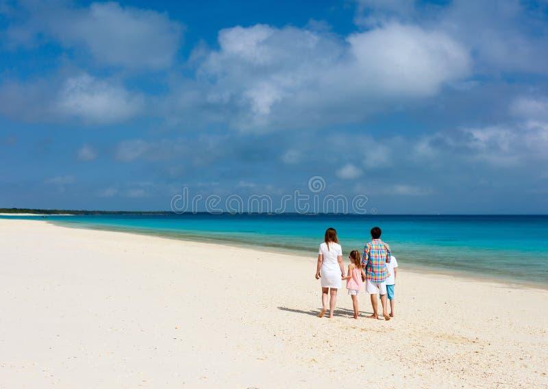 Rodzina przy plażą zdjęcia royalty free