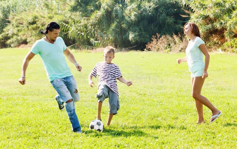 Rodzina trzy z piłką zdjęcie royalty free