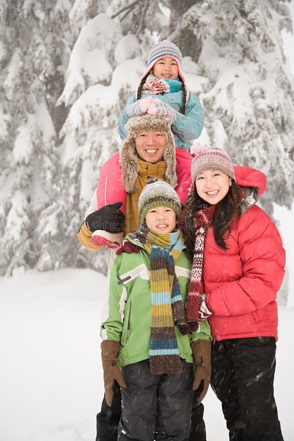 Rodzina w śniegu zdjęcia royalty free