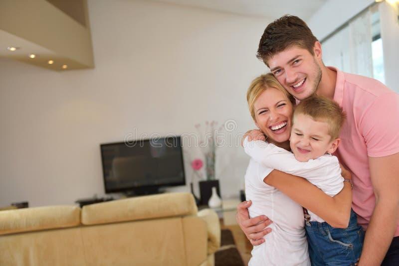 Rodzina w domu zdjęcia royalty free
