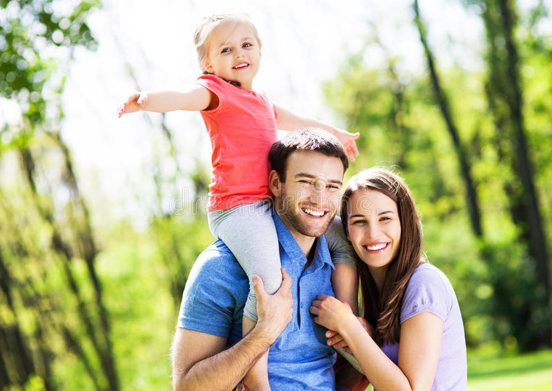 Rodzina w parku zdjęcie royalty free
