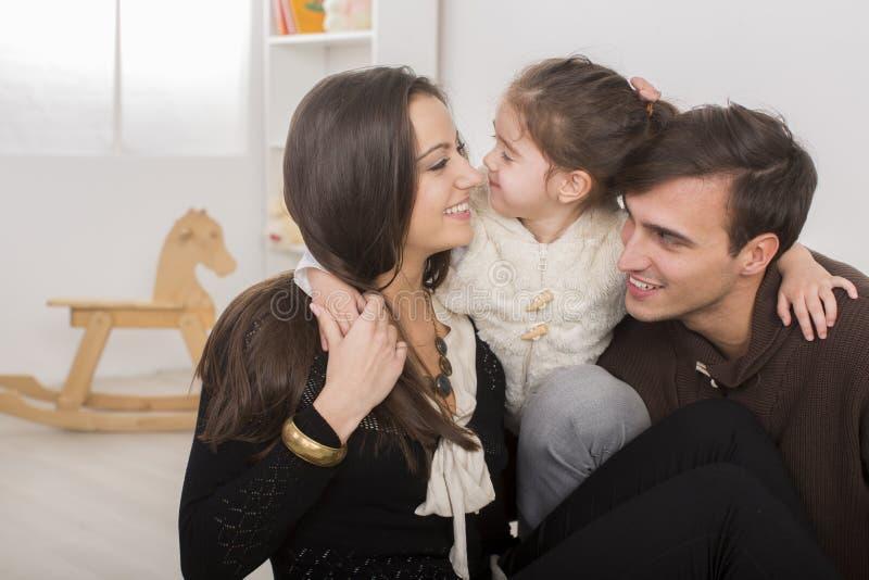 Rodzina w pokoju obraz stock