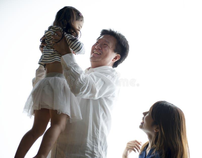Rodzina Wydaje czas Wpólnie W Domu zdjęcia royalty free