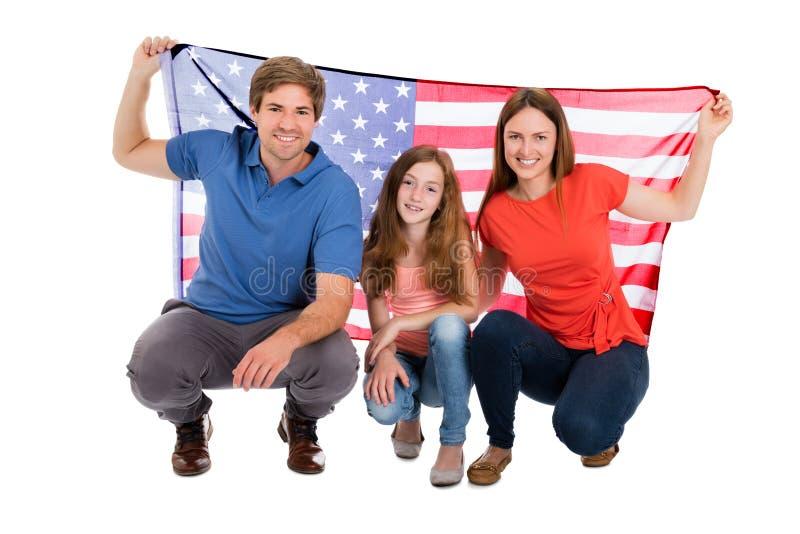 Rodzinna mienie flaga amerykańska obrazy stock