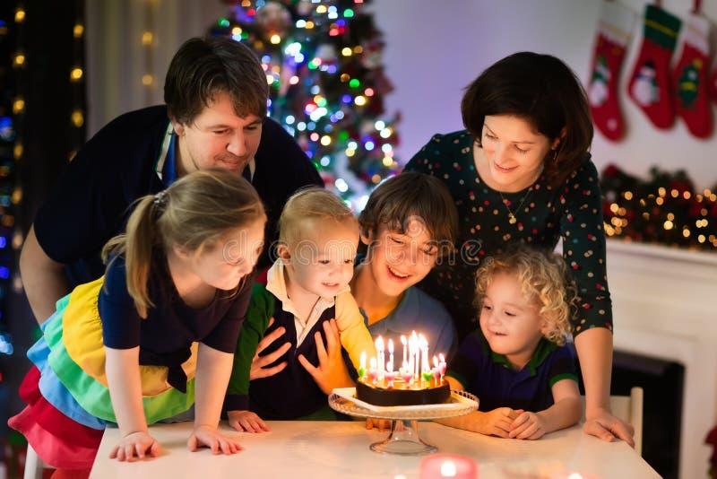 Rodzinna odświętność urodzinowa i Bożenarodzeniowa zdjęcia stock