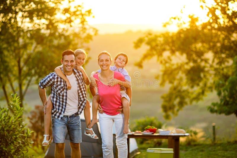 Rodzinna parent's dzieci więź zdjęcie royalty free