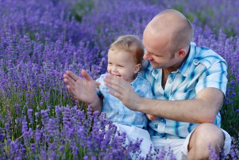 Download Rodzinna zabawa ma obraz stock. Obraz złożonej z palma - 41954791