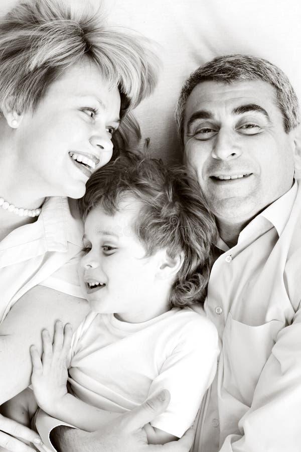 rodzinnego ojca szczęśliwy macierzysty syn zdjęcia royalty free
