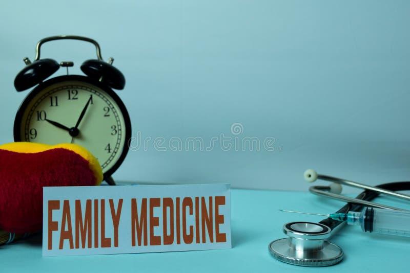 Rodzinnej medycyny planowanie na tle Pracujący stół z Biurowymi dostawami obrazy stock