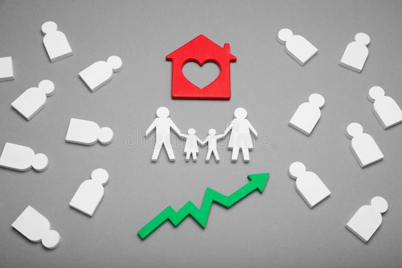 Rodzinnej nieruchomo?ci wzrost, domowy maj?tkowy wzrostowy poj?cie zdjęcie stock