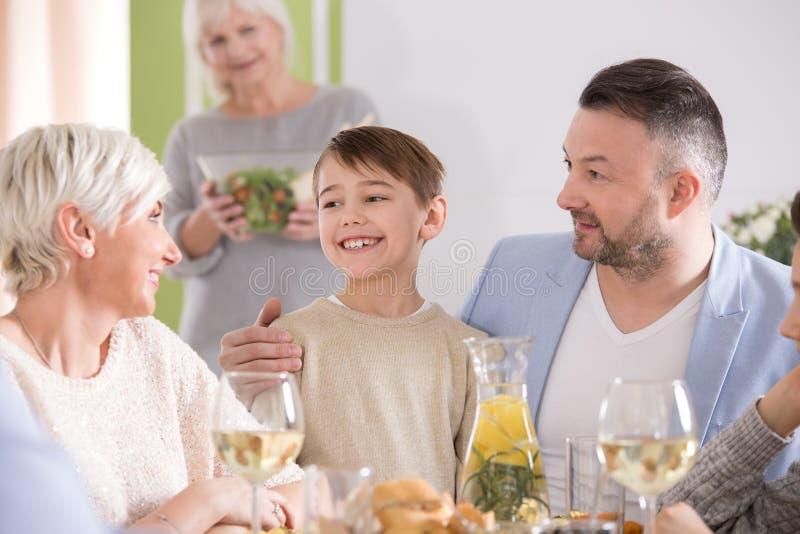 rodzinni szczęśliwi dzieciaki obrazy royalty free