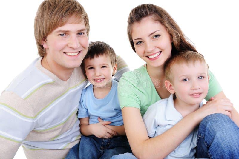 rodzinni szczęśliwi mali synowie dwa potomstwa zdjęcie royalty free