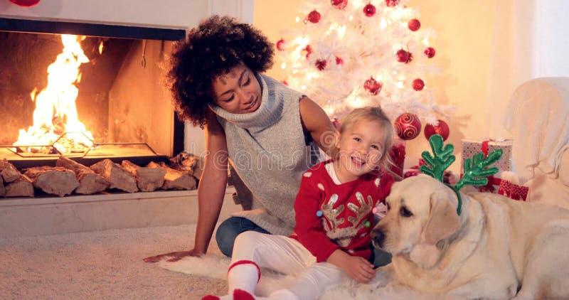 Rodzinny Bożenarodzeniowy świętowanie fotografia royalty free