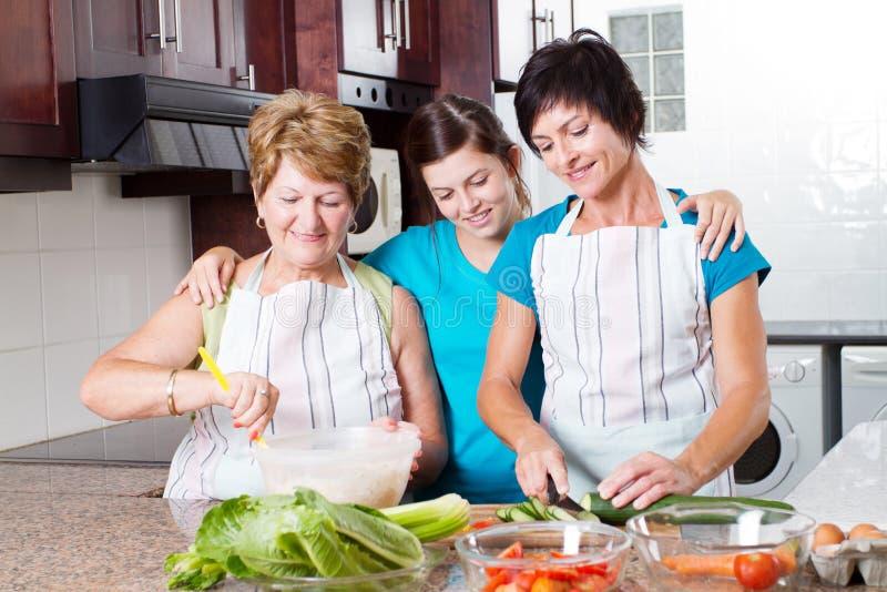 Rodzinny kucharstwo fotografia royalty free