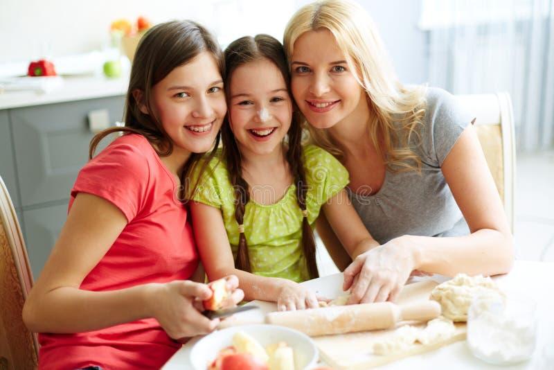 Rodzinny kucharstwo fotografia stock