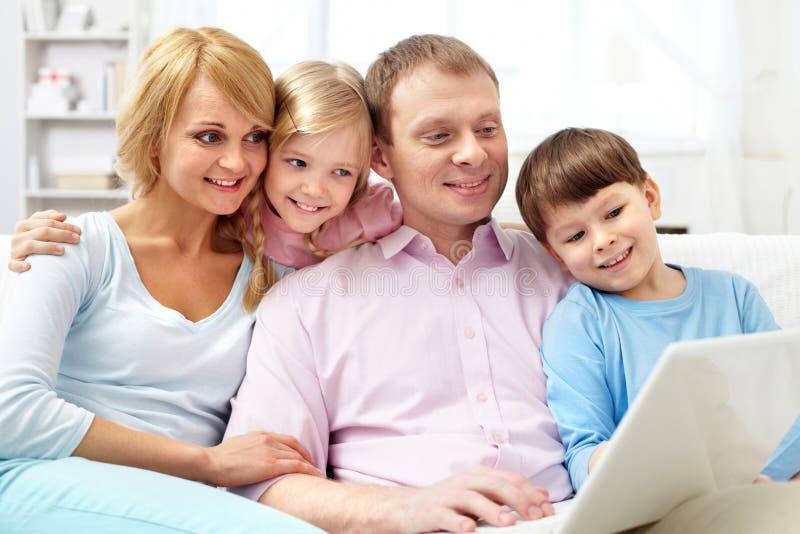 rodzinny laptop zdjęcia royalty free