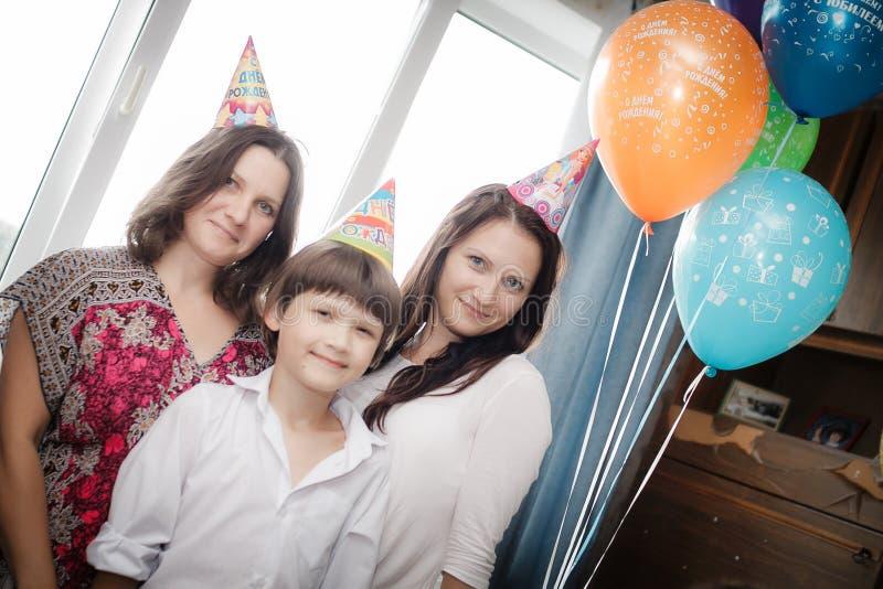 Rodzinny portret matka i jej dzieci fotografia stock