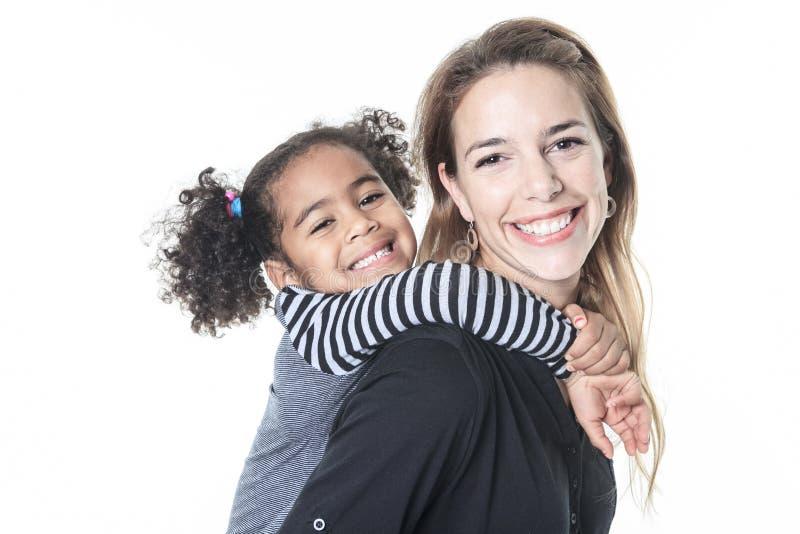 Rodzinny pozować na białym tła studiu obrazy royalty free