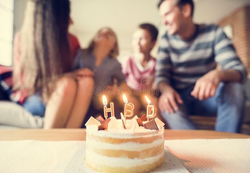 Rodzinny przyjęcie urodzinowe w domu obraz stock