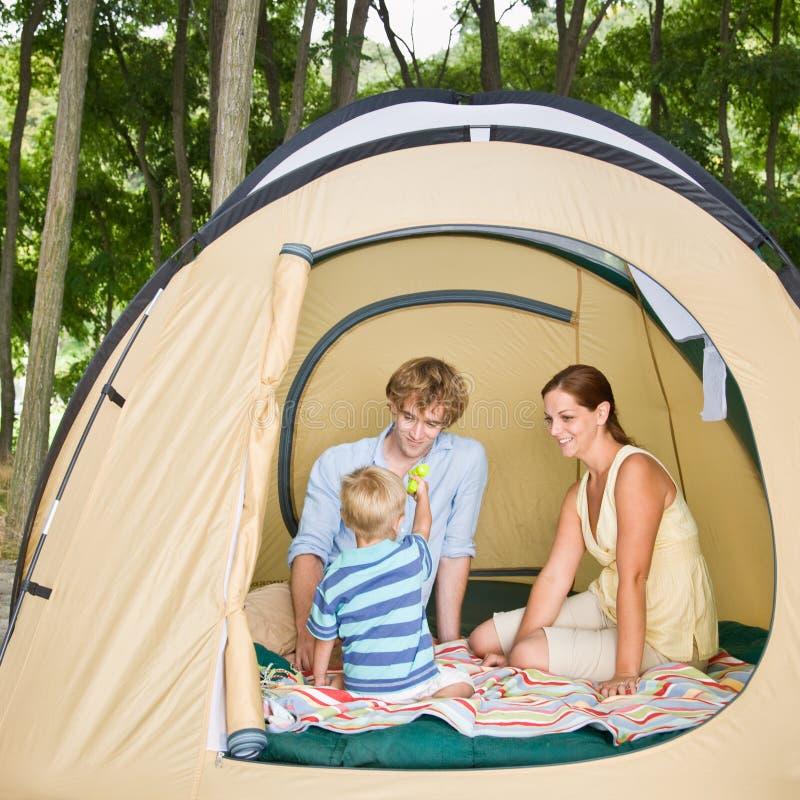 rodzinny siedzący namiot zdjęcia royalty free