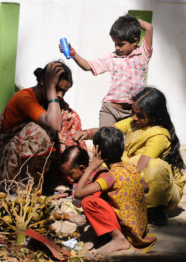 rodzinny szczęśliwy życia biedy slamsy obraz royalty free