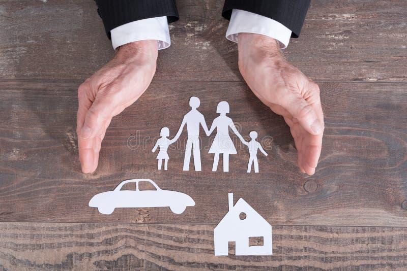 Rodziny, domu i ubezpieczenia samochodu pojęcie, zdjęcie stock