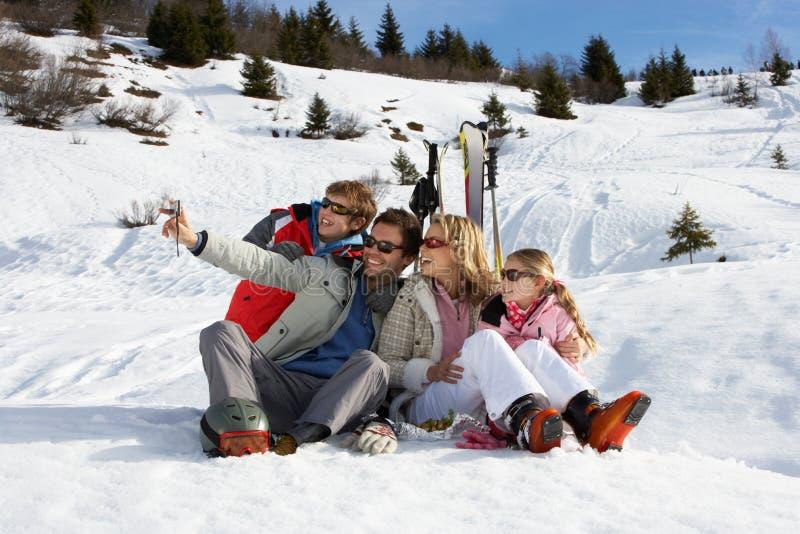 rodziny narty wakacje potomstwa zdjęcia royalty free