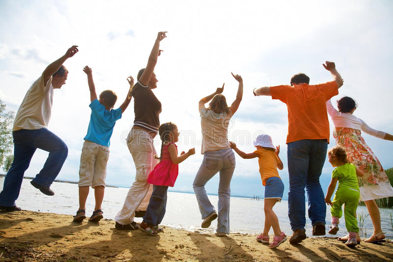 rodziny plażowy duży przyjęcie obraz royalty free