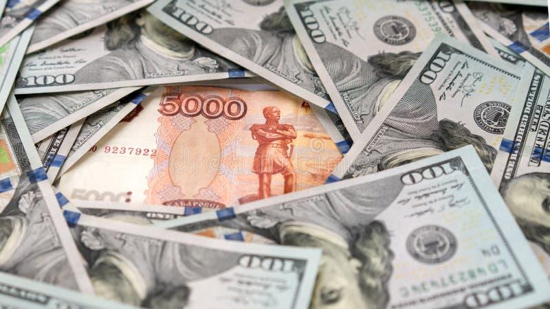 Roebel en dollar De strijd van de roebel en de dollar in de moderne financiële wereld Muntverhouding, Concept royalty-vrije stock foto