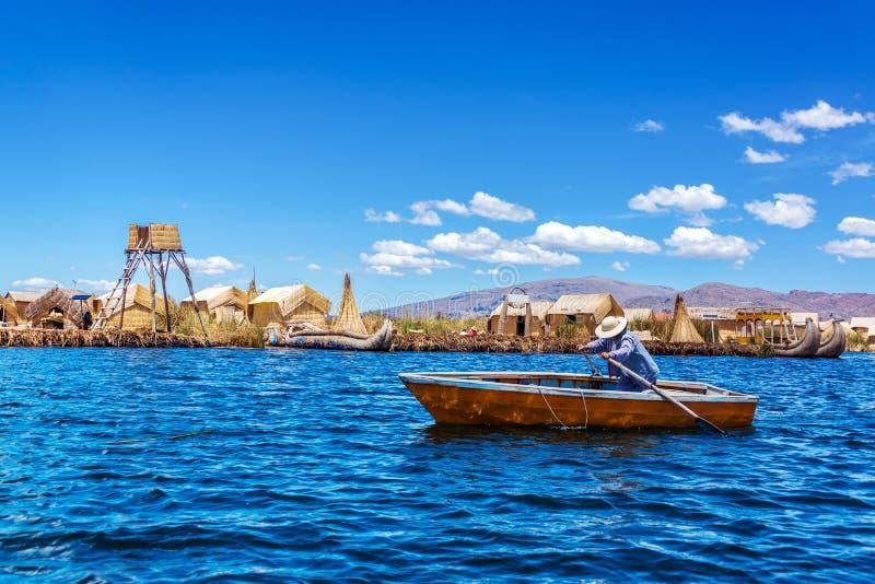 Roeiboot op Meer Titicaca stock foto's