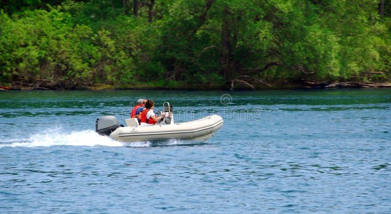Roeien op rivier royalty-vrije stock afbeeldingen