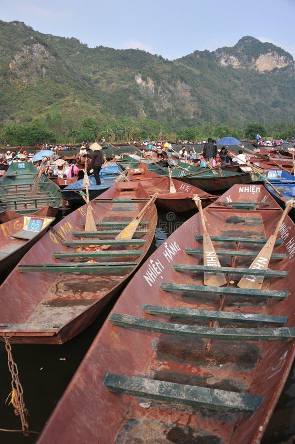 Roeiende boten, die op klanten wachten royalty-vrije stock afbeeldingen