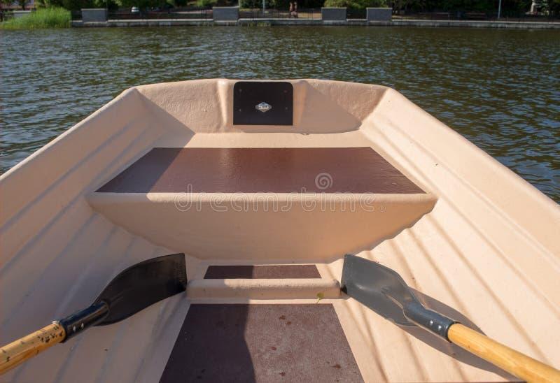 Roeispanen in de bootmening van binnenuit de boot royalty-vrije stock foto's