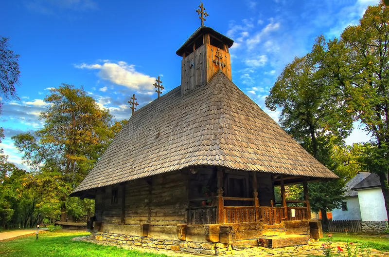 Roemeens traditioneel blokhuis in openluchtmuseum royalty-vrije stock foto