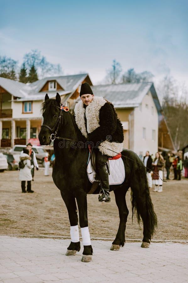 Roemeense traditie op een de winterdag stock fotografie