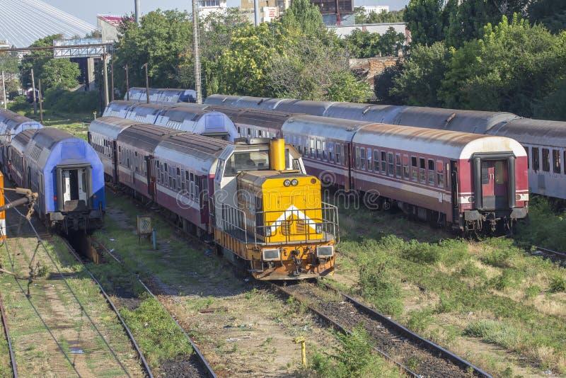 Roemeense treinen in depot royalty-vrije stock fotografie