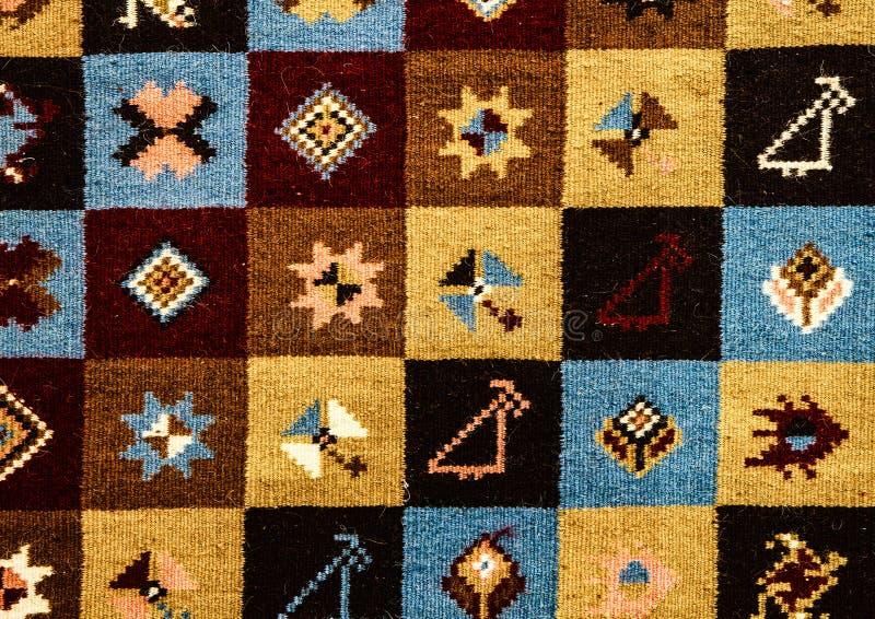 Roemeense volks naadloze patroonornamenten Roemeens traditioneel borduurwerk Etnisch textuurontwerp Traditioneel tapijtontwerp Ca stock afbeelding