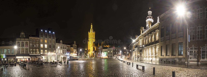 roermond历史的城市荷兰高定义全景在晚上 图库摄影