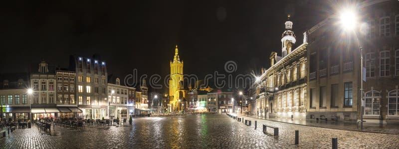 roermond miasta historycznych holandii definici wysoka panorama przy nocą fotografia stock