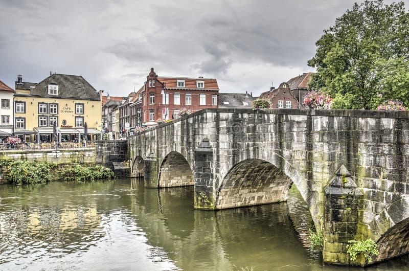Roermond most, rzeka i centrum miasta, obraz stock