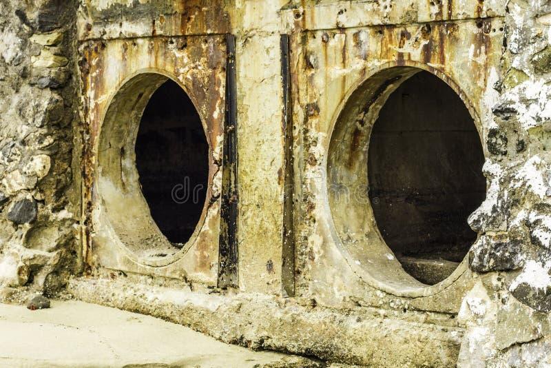 Roest en corrosie in de pijp en metaalhuid Corrosie van metaal Roest van metalen stock afbeelding
