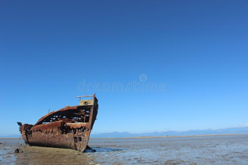 Roest van het schipbreuk de oude gesloopte schip stock foto