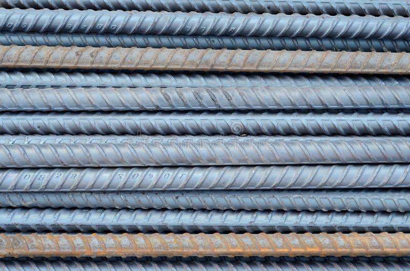Roestig die rebar staal in bouw achtergrondtextuur wordt gebruikt stock afbeeldingen