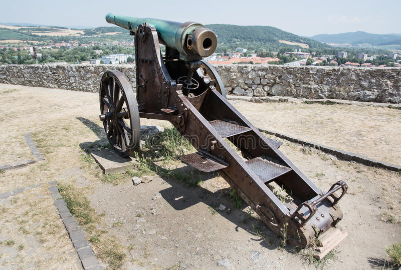 Roestig historisch kanon, Trencin, Slowakije stock afbeelding