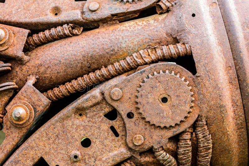 Roestig industrieel tandrad en andere gekraste delen van oude machi royalty-vrije stock afbeeldingen