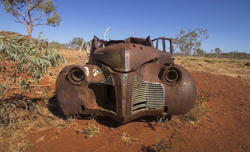 Roestige auto in binnenland Australië stock afbeeldingen
