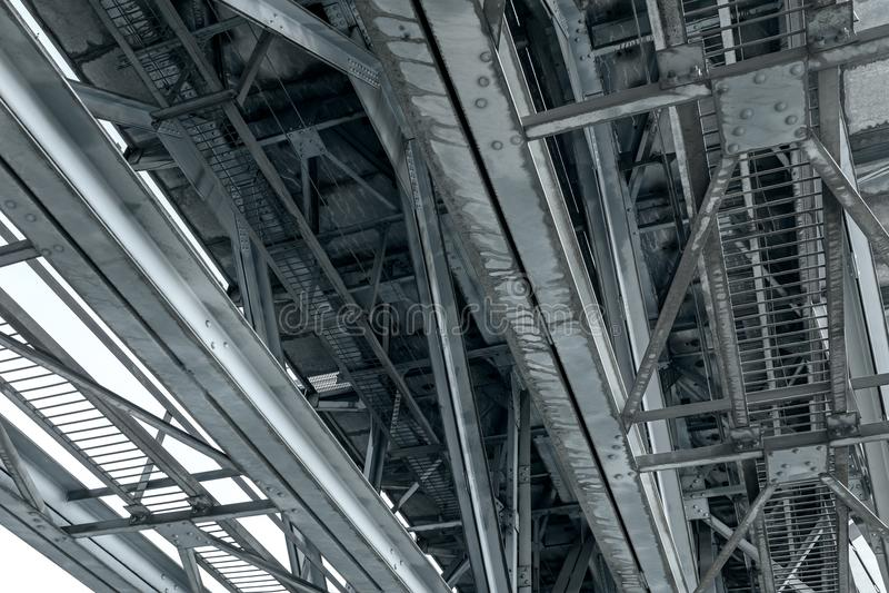 Roestige de brugbundels van de staalspoorweg royalty-vrije stock foto