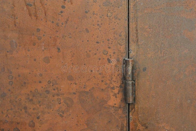 Roestige deurscharnier, buitendecoratie en industrieel bouwconceptontwerp royalty-vrije stock fotografie