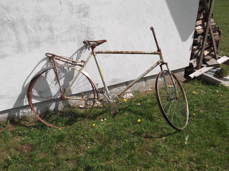 Roestige fiets royalty-vrije stock foto's