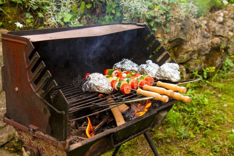 Roestige grill stock fotografie